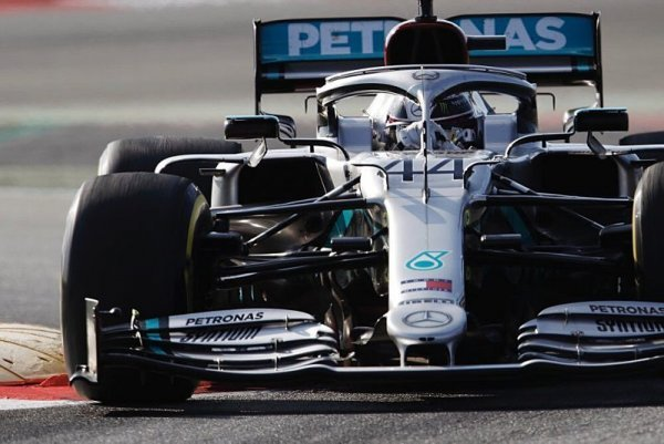 Příliš spolehlivý Mercedes, živá zeď u Ferrari