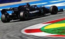Bottas vyhrál, dvakrát penalizovaný Hamilton bez pódia