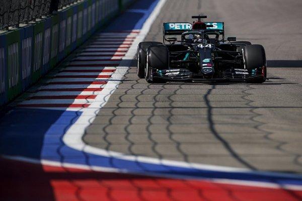 Hamilton odepsal trénink kvůli pneumatikám