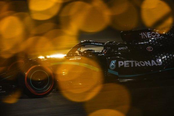 Hamilton vykázal Verstappena do patřičných mezí