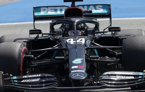 Mercedes zůstane černý