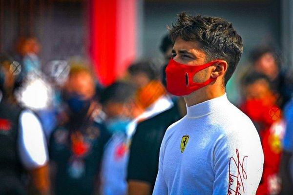 Leclerc v Parabolice přepnul tětivu