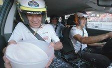 Závodníci McLarenu přijali mléčnou výzvu
