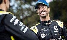 Farmář Ricciardo skáče po nábytku