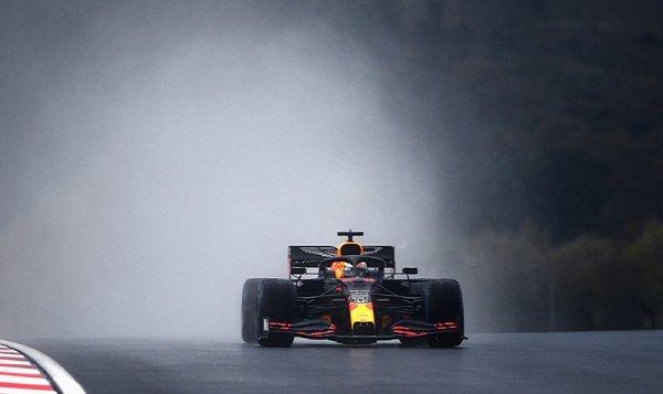 Odrovnal Verstappena Räikkönen nebo přechodné gumy?