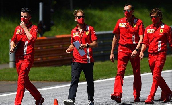 Vettel na návštěvě bez roušky