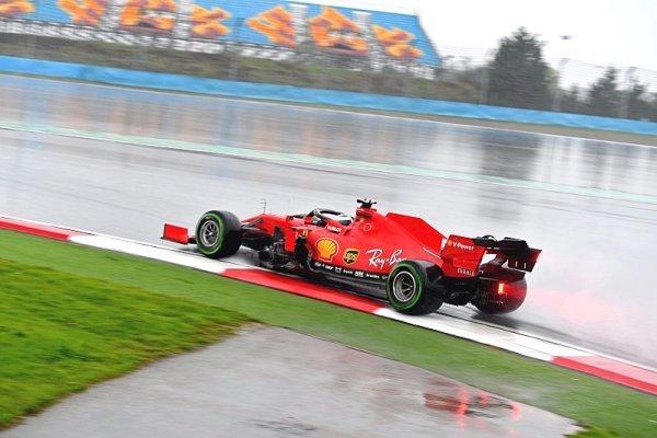 Podle Vettela by Binotto měl doma zůstat častěji