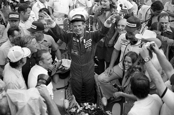 Zemřel trojnásobný vítěz Indy500 Bobby Unser
