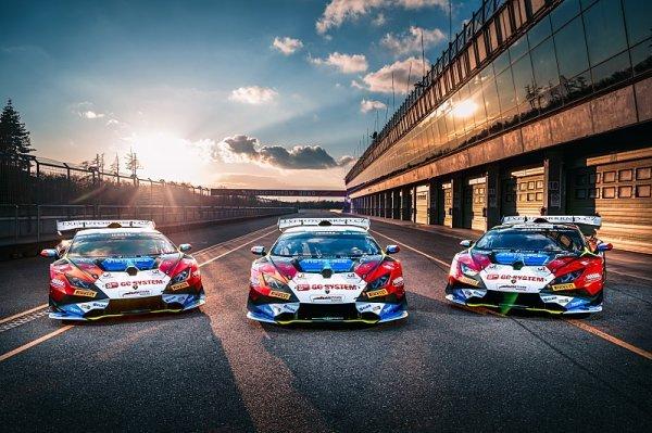 Mičánek Motorsport čeká boj na dvou frontách