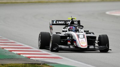První závod sezony ovládl Smoljar
