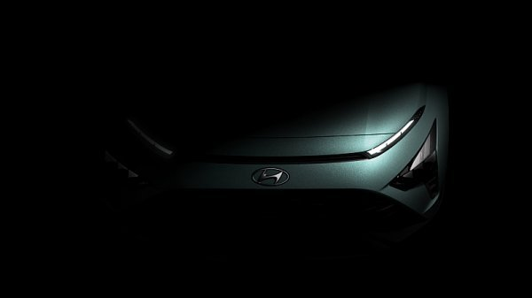 Hyundai Bayon zepředu a zezadu