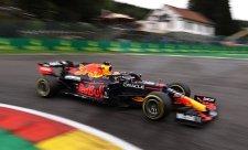 Verstappen zvítězil i navzdory bouračce