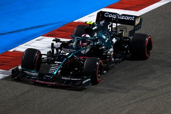 Vettel se po závodě Oconovi omluvil