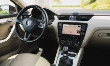 Vyšší výbava vozů již není doménou zralých řidičů