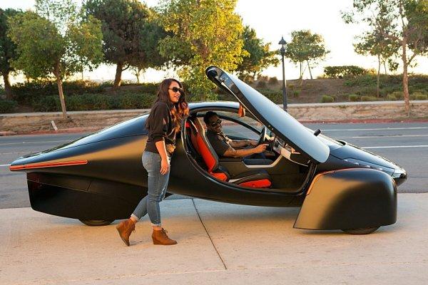 Solární automobil Aptera má dojezd 1 000 mil