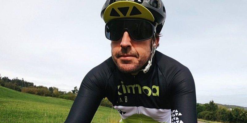 Alonso havaroval na jízdním kole
