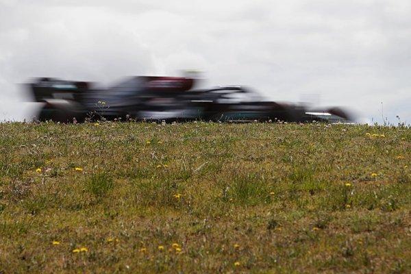 Hamilton a Verstappen se prali, Bottas se smál