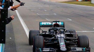 Petronas zůstává s Mercedesem