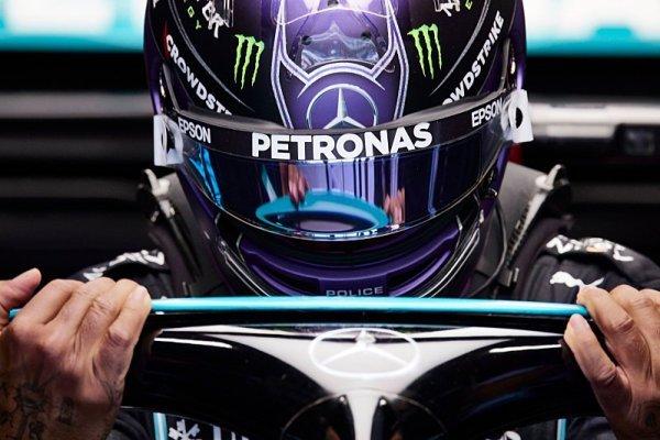 Hamilton posté na pole position