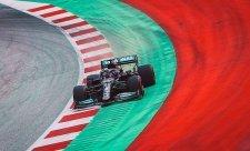 Mercedes se probírá z letargie