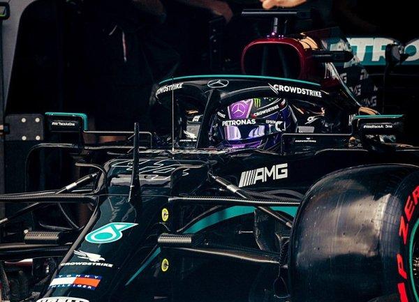 Hamilton zůstává věrný Mercedesu