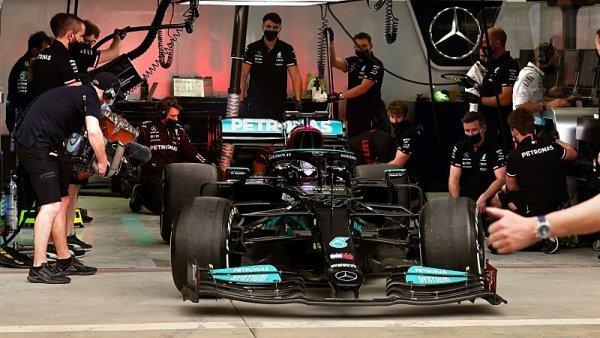Mercedes bude rychlý i s nejhorší podlahou