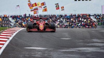 Ferrari se risk s motory vyplácí