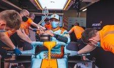 Norris zazářil, Ricciardo zklamal