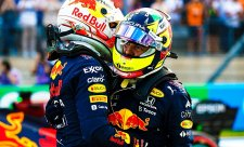 Verstappenovi risk vyšel, Pérezovi ne