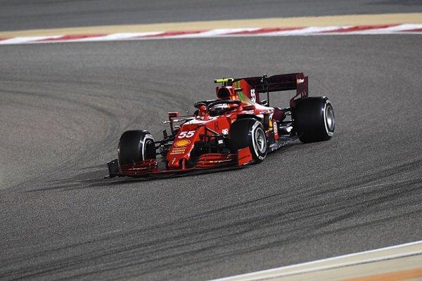 Sainz začal opatrně, končil rychle