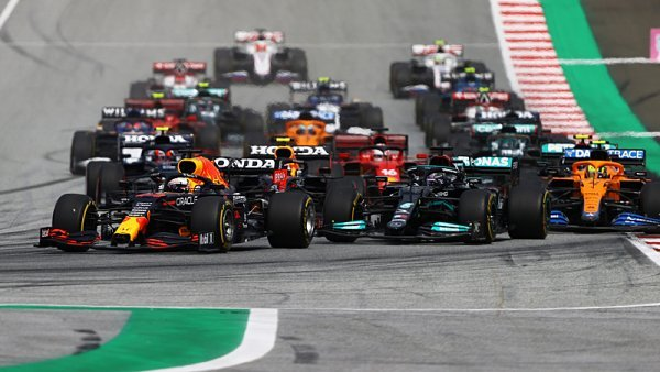 Verstappenovo sólo s doprovodem v uctivé vzdálenosti