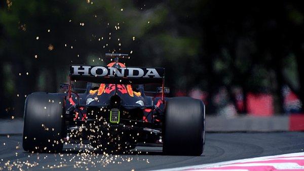 Verstappen vyrazil Mercedesu dech