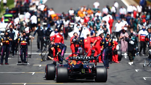 Red Bull se obul do Hamiltona