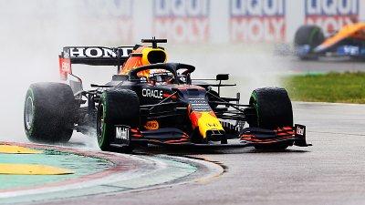 Verstappenovo velké sólo, Hamiltona spasil bourající Bottas