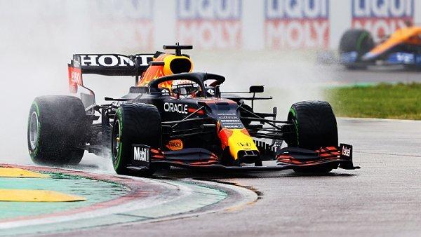 Závod F1 v Imole vyhrál Verstappen, Hamilton boural