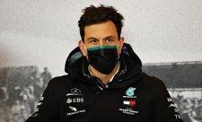 Mercedes prý vezme Russella a Verstappena